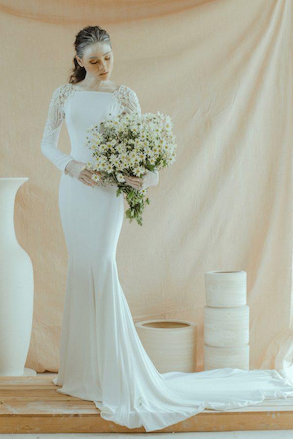 váy cưới đuôi cá tay dài đơn giản